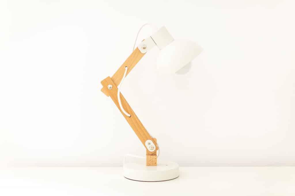 Ne pas oublier une lampe de bureau